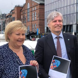 - Over 70 el-ferger er i drift eller i bestilling langs kysten. Nå vil regjeringen forsterke dette arbeidet ytterligere, sier Ola Elvestuen og Erna Solberg.