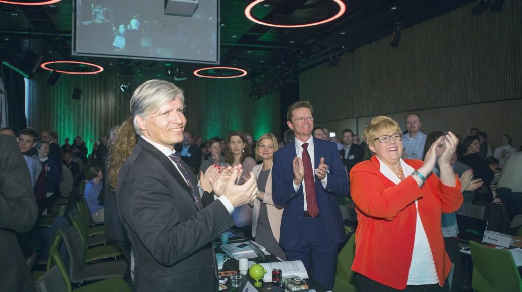 Terje Breivik og Ola Elvestuen innleder i dag forhandlingene om et grønt skatteskifte. Her avbildet sammen med parti leder Trine Skei Grande på Venstres landsmøte i 2015.