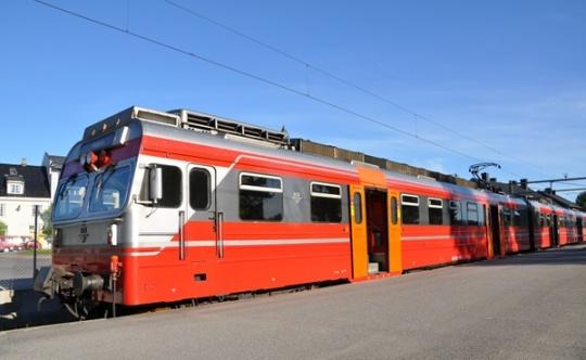 Lokaltog ved Årnes stasjon