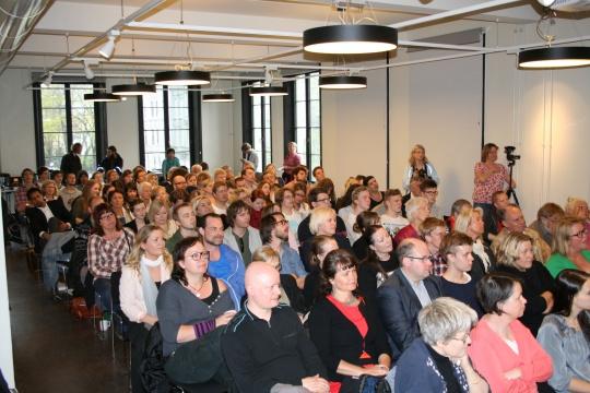 140 engasjerte tilhørere tok turen til Litteraturhuset for å høre på debatten om narkotikapolitikk.